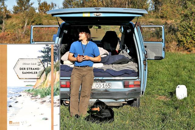 Steller Sommersause: Oliver Lück liest Open Air aus seinem blauen VW-Bus